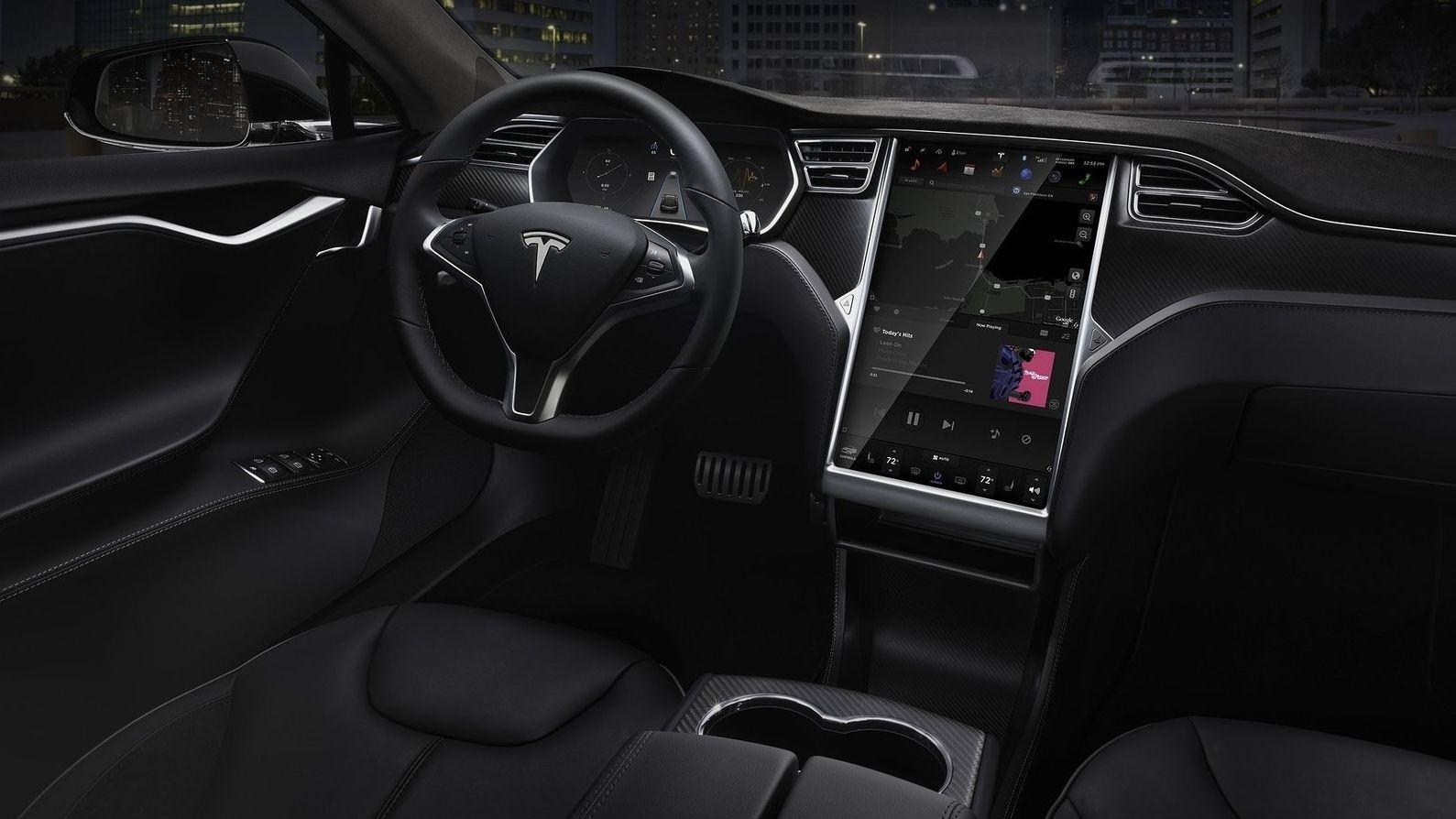 Muž kúpil ojazdenú Teslu Model S a zaplatil za funkciu autopilota, automobilka mu ju následne vypla