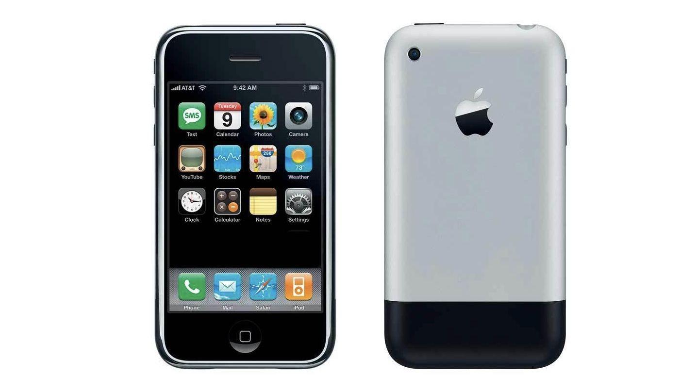 Presne pred 13 rokmi Steve Jobs predstavil prvý iPhone. Priniesol dotykový displej a jeho aplikácie ľudí odnaučili kradnúť
