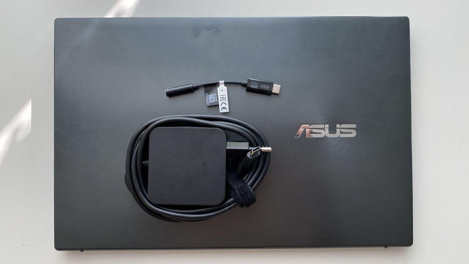 Asus ZenBook 14 - toto je ideálny ultrabook na doma aj na intrák už od 899 eur (Recenzia)