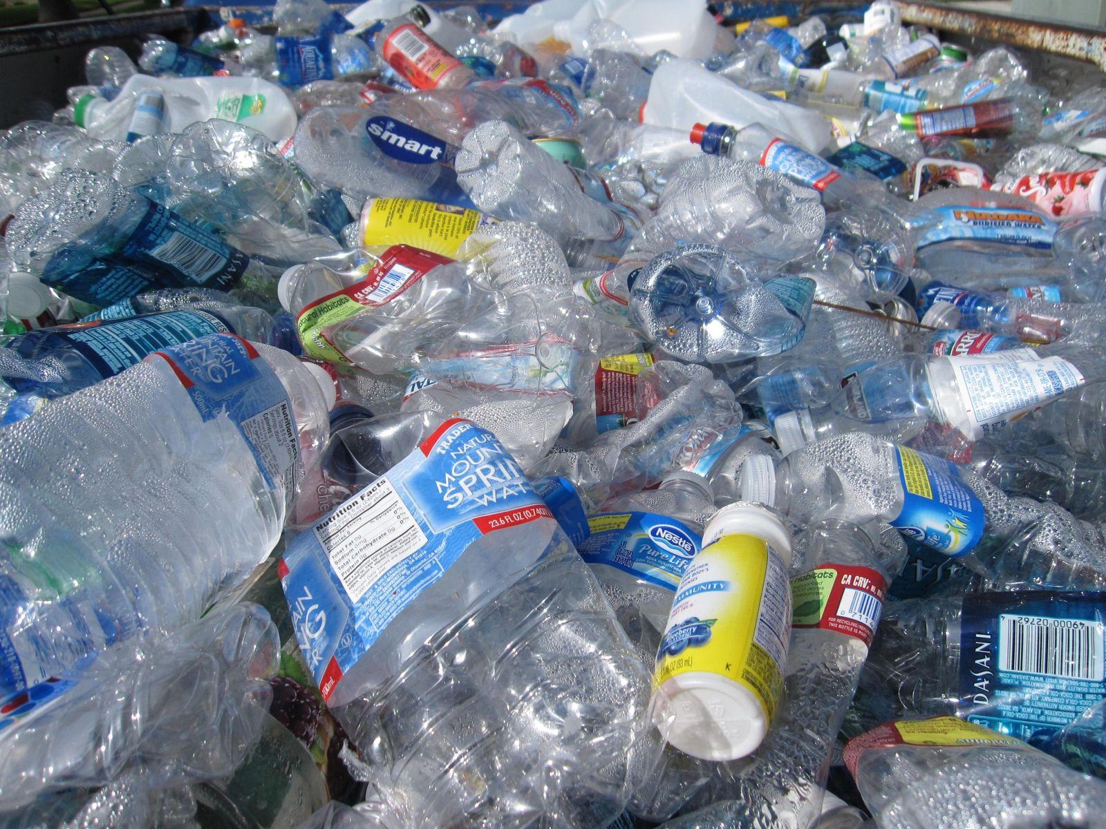 New York zakazuje predaj plastových fliaš. Dotkne sa aj Donalda Trumpa