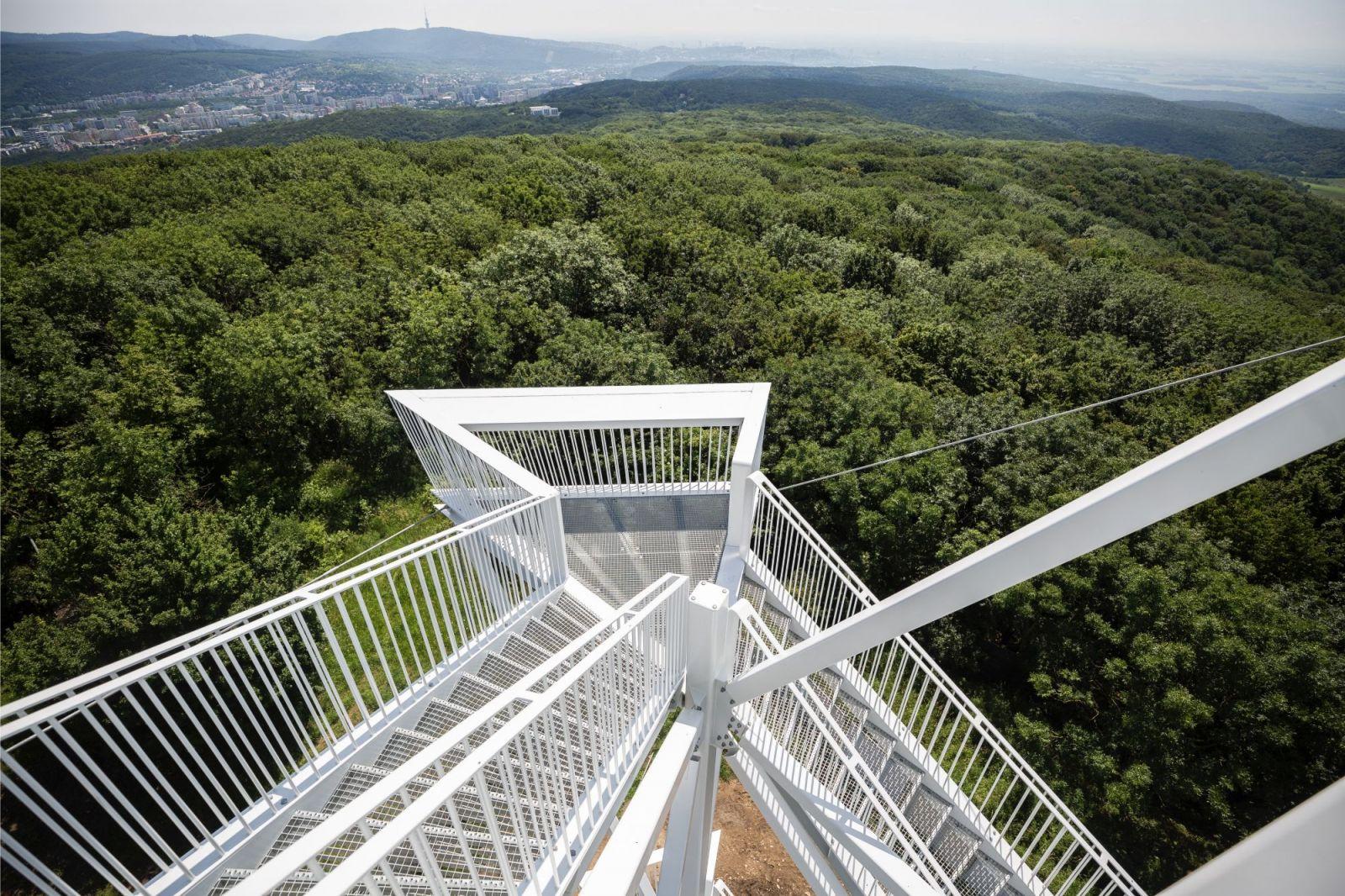Pri Bratislave otvorili novú vyhliadkovú vežu, má 21 metrov a vidno z nej do troch susedných štátov