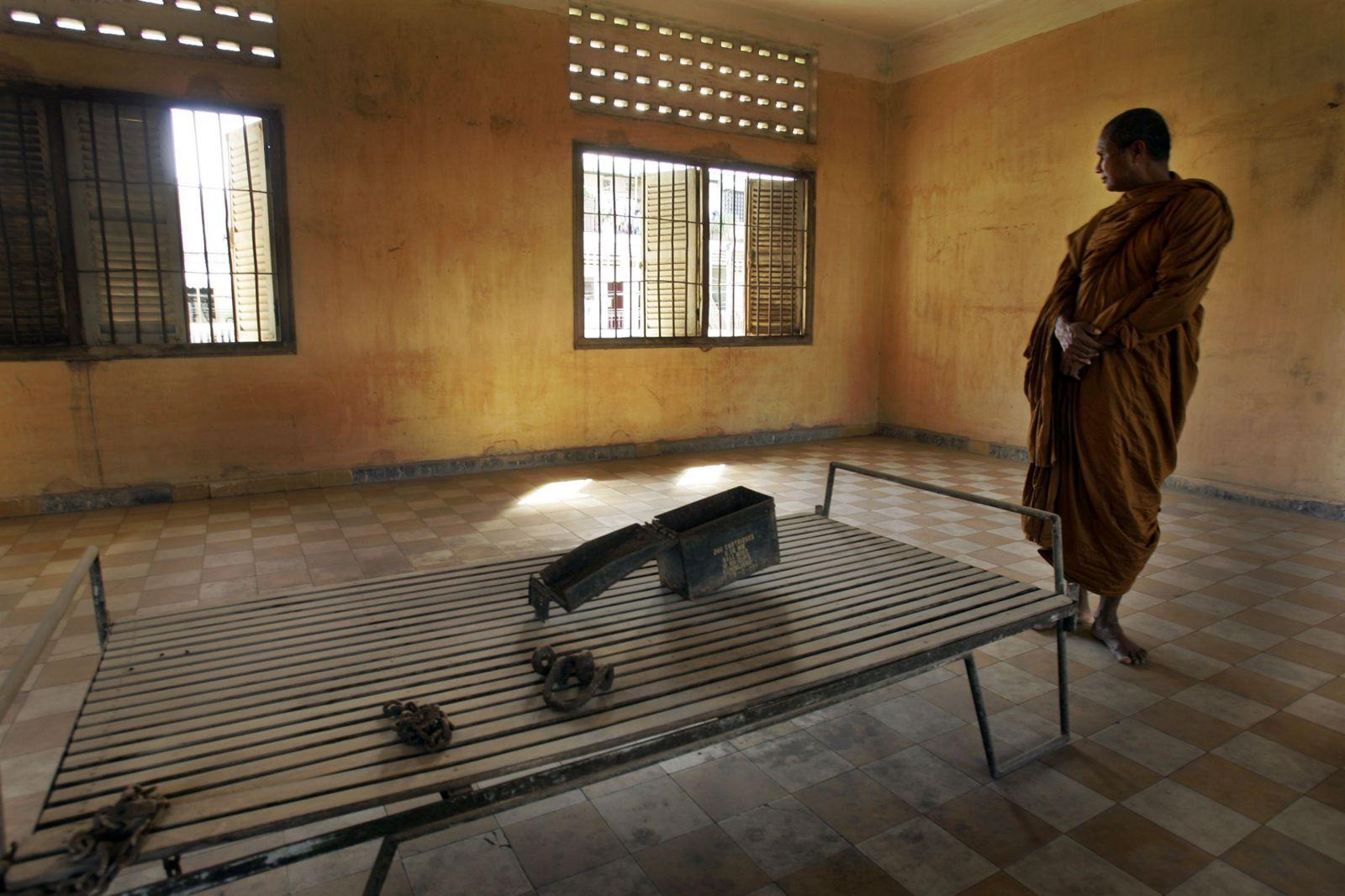 Bývalý riaditeľ väzenia Červených Kmérov zomrel. Bábätká nechal dobiť na smrť a zabil cez 16-tisíc ľudí.