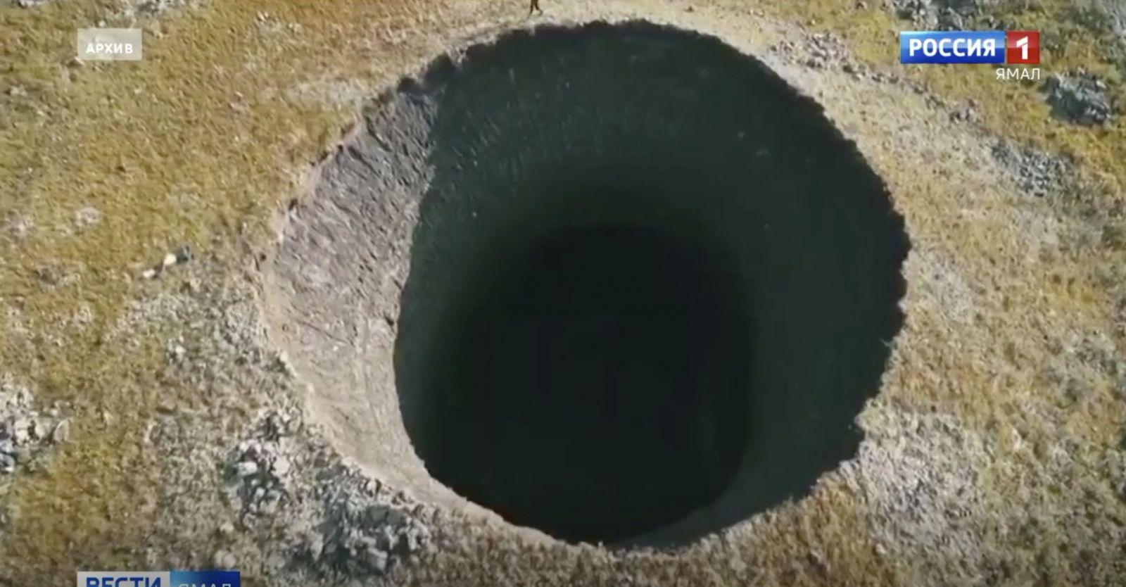 V ruskej arktickej tundre sa po výbuchu vytvára gigantický 50 metrov hlboký kráter