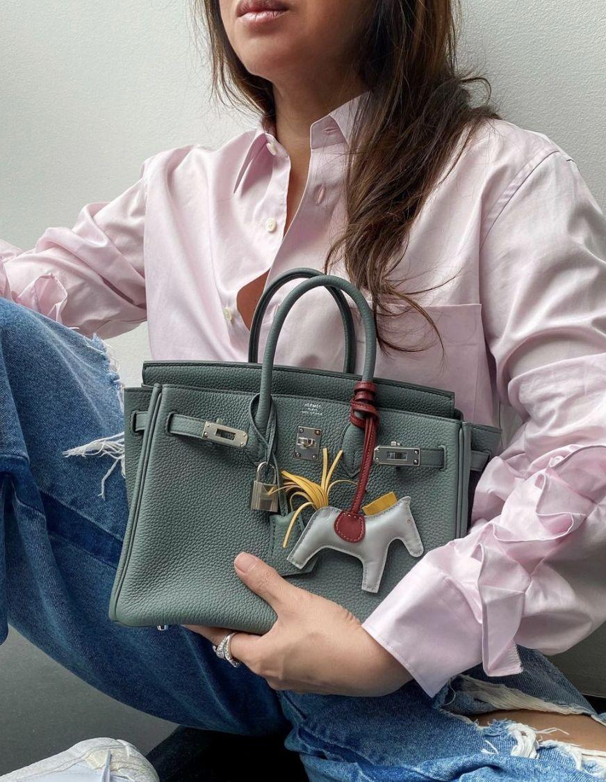 Kabelku Birkin od Hermès si kupujú aj Slováci. Ochotní sú za ňu zaplatiť aj 20- tisíc eur. Prečo sa do nich oplatí investovať?