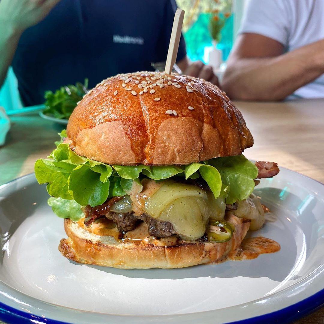 Najlepší burger v Košiciach? Foodbloger tasteofkosice ich otestoval 9 a máš sa na čo tešiť!