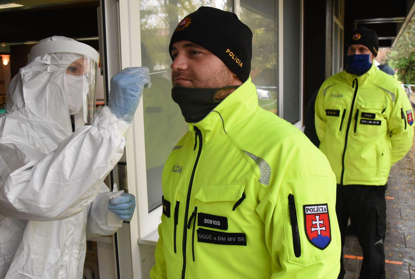 Hlavný hygienik Slovenskej republiky Ján Mikas vníma celoplošné testovanie z epidemiologického hľadiska ako užitočné