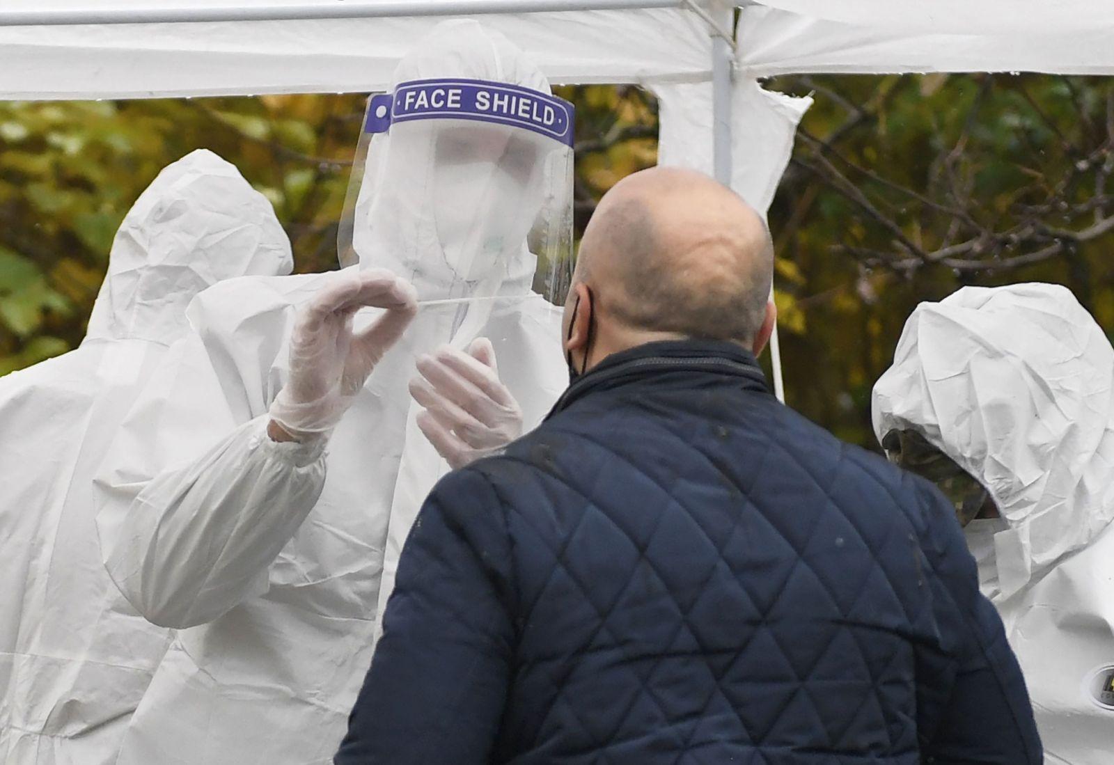Celoplošné testovanie: Košice avizujú, že nestihnú otestovať 70-tisíc ľudí. V Banskej Bystrici ešte inštalujú verejné osvetlenie