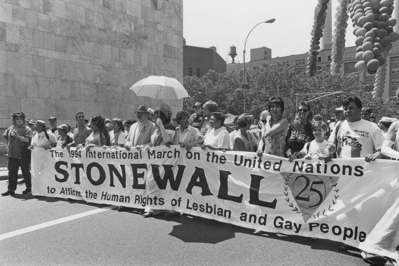 Den, kdy buzíci ztratili ustrašenou tvář. Před 50 lety proběhly násilné nepokoje za práva LGBT komunity
