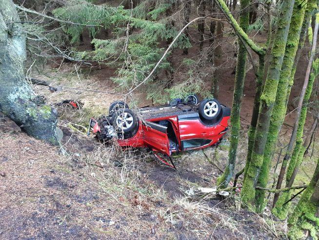 Bouře Sabine v Česku má první oběť, řidič při nehodě zemřel. 300 000 domácností bylo bez proudu