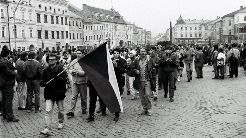 Ako vyzerala móda našich revolucionárov počas novembra 1989?