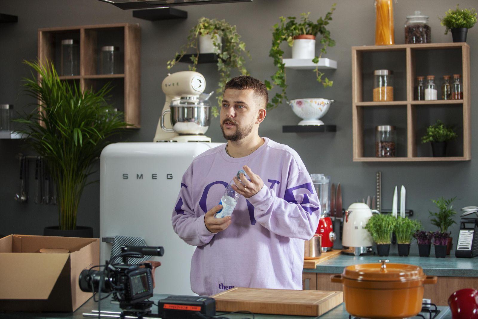 Čo variť, keď je väčšina prevádzok zatvorená? Top šéfkuchár Tomáš Valkovič má pre teba tip