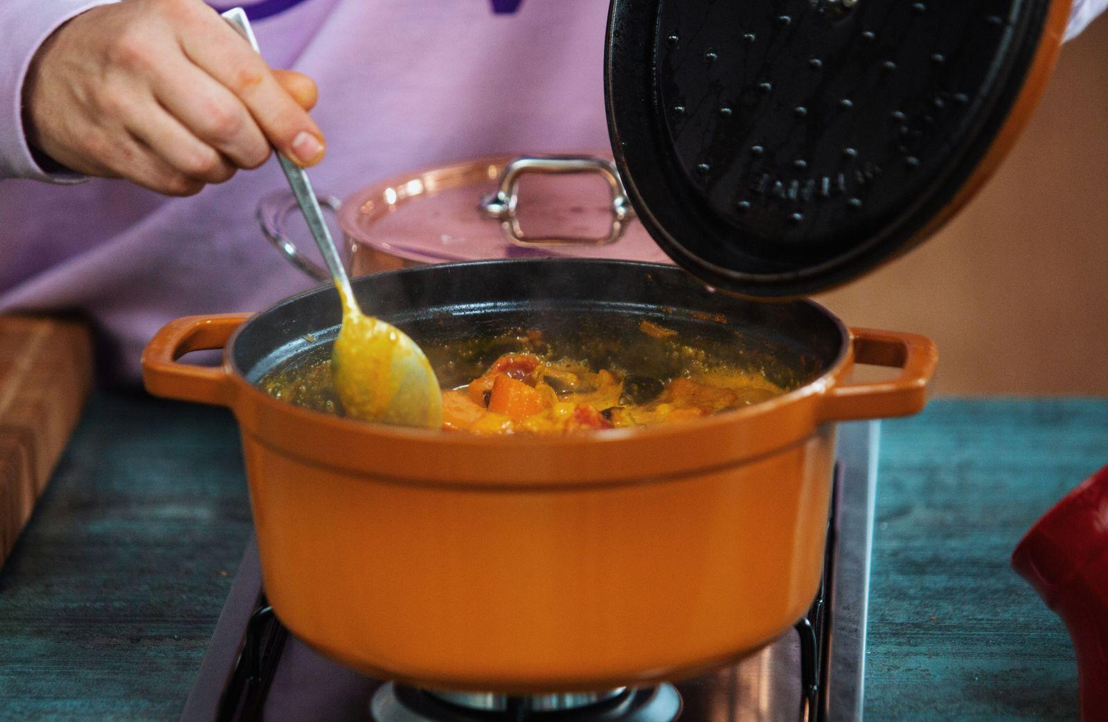 Čo variť, keď je väčšina prevádzok zatvorená? Šéfkuchár Tomášom Valkovič má pre teba tip