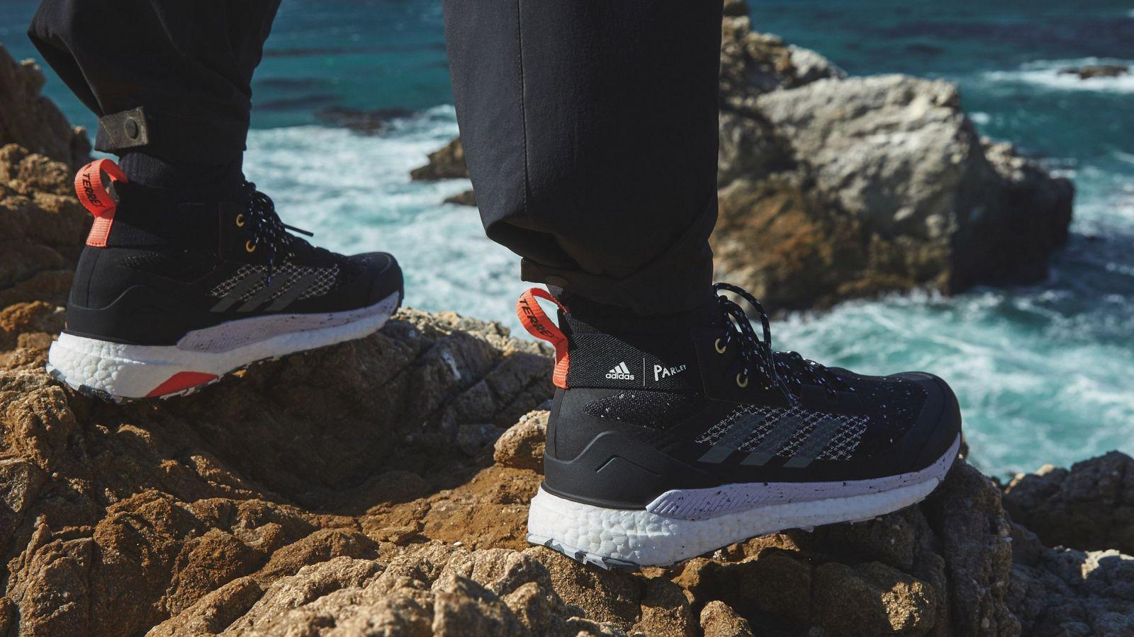 Ako premeniť plastový odpad z oceánov na dobre vyzerajúcu obuv? Značka adidas má odpoveď