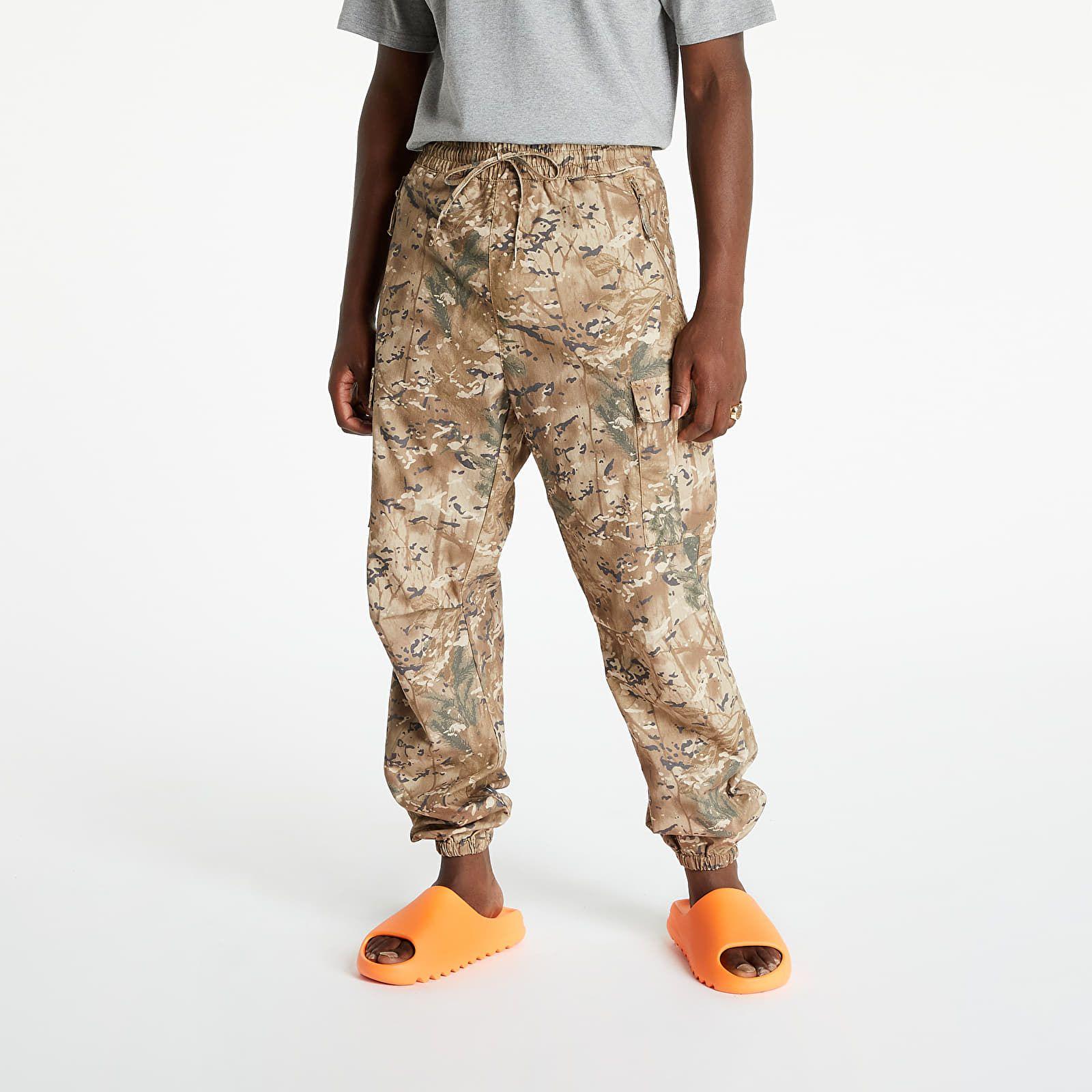 Oblečenie a doplnky Carhartt WIP by si už ďalej nemal prehliadať. Nosí ich Kanye West, A$AP Rocky aj Dalyb
