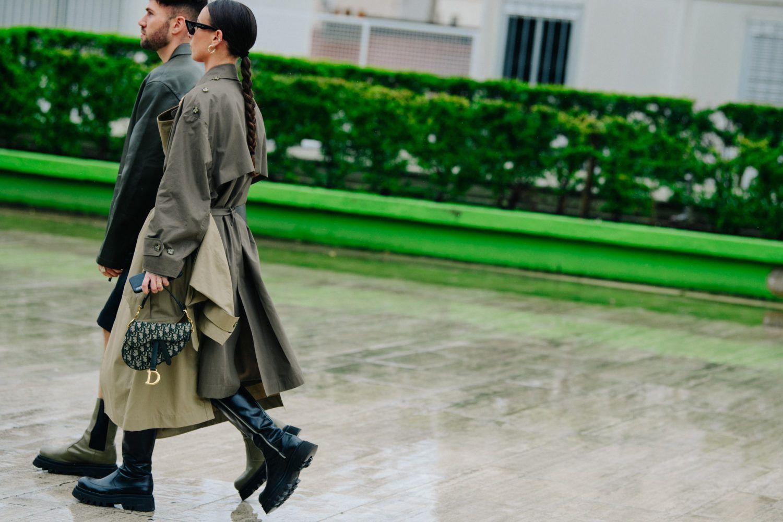 Jednofarebnosť, masívne topánky, ale tiež klasika v podobe denimu. Módne trendy na jeseň 2020 zvládneš ľavou zadnou