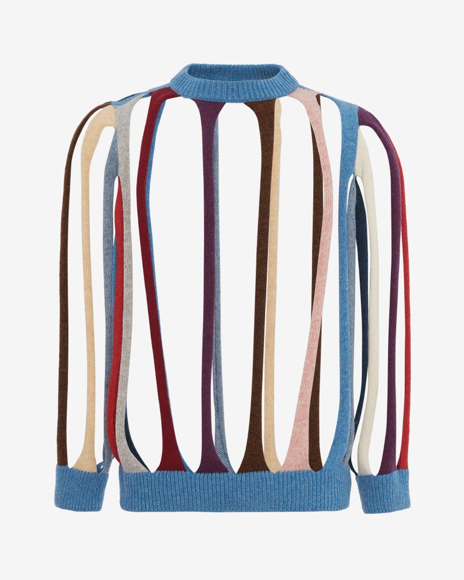 Britská značka JW Anderson si cení štrikovaný sveter, ktorý ponúka viac dier ako látky na priblížne 1 000 eur