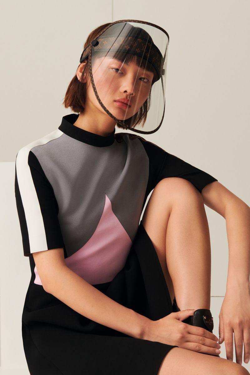 Louis Vuitton prináša na trh ochranný štít za priblížne 800 eur. Dokáže avšak zabraniť pred nákazou?