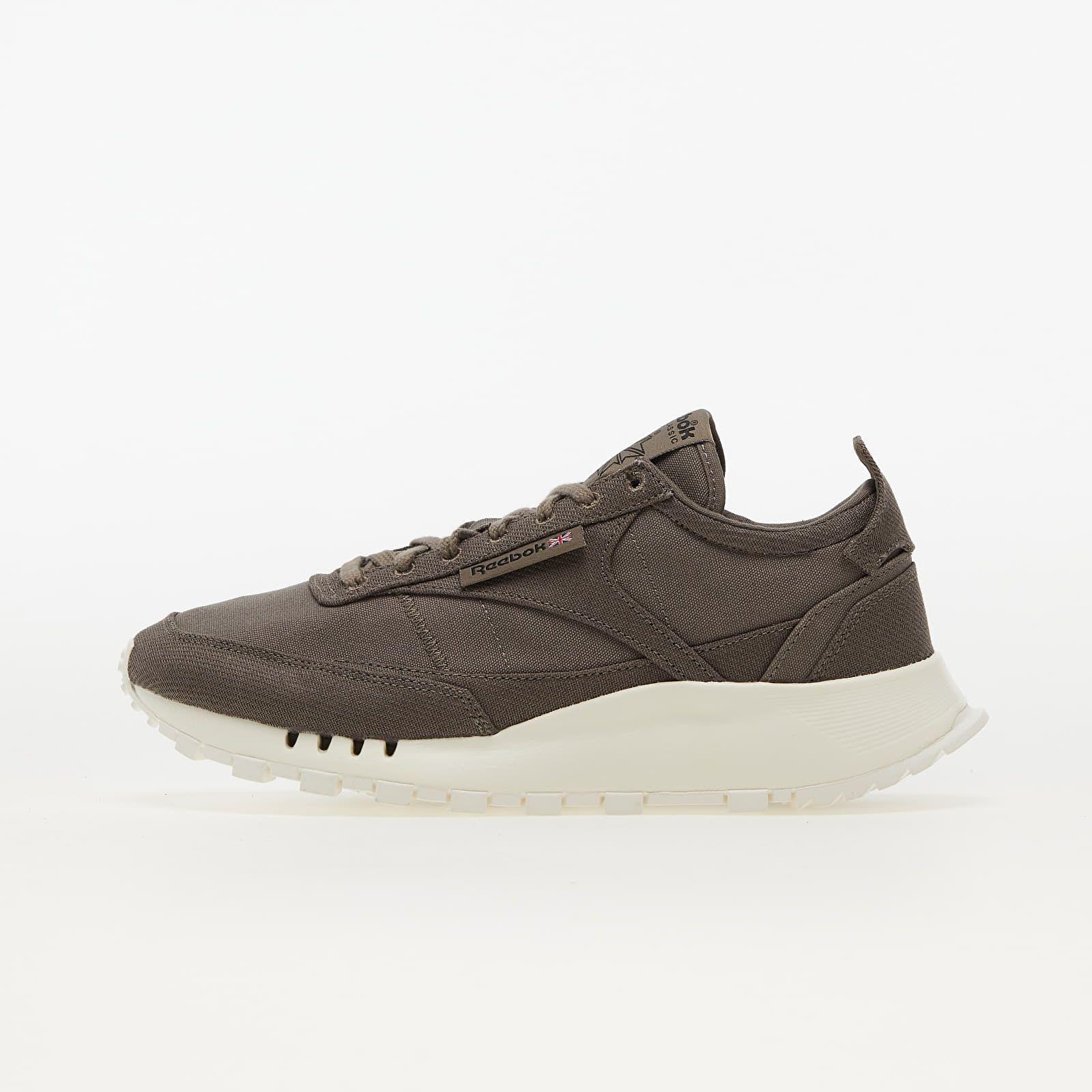 Toto je 10 najlepších párov obuvi v jesenných farbách. Nechýbajú luxusné Nike Air Force 1 ani Yeezy Desert Boots