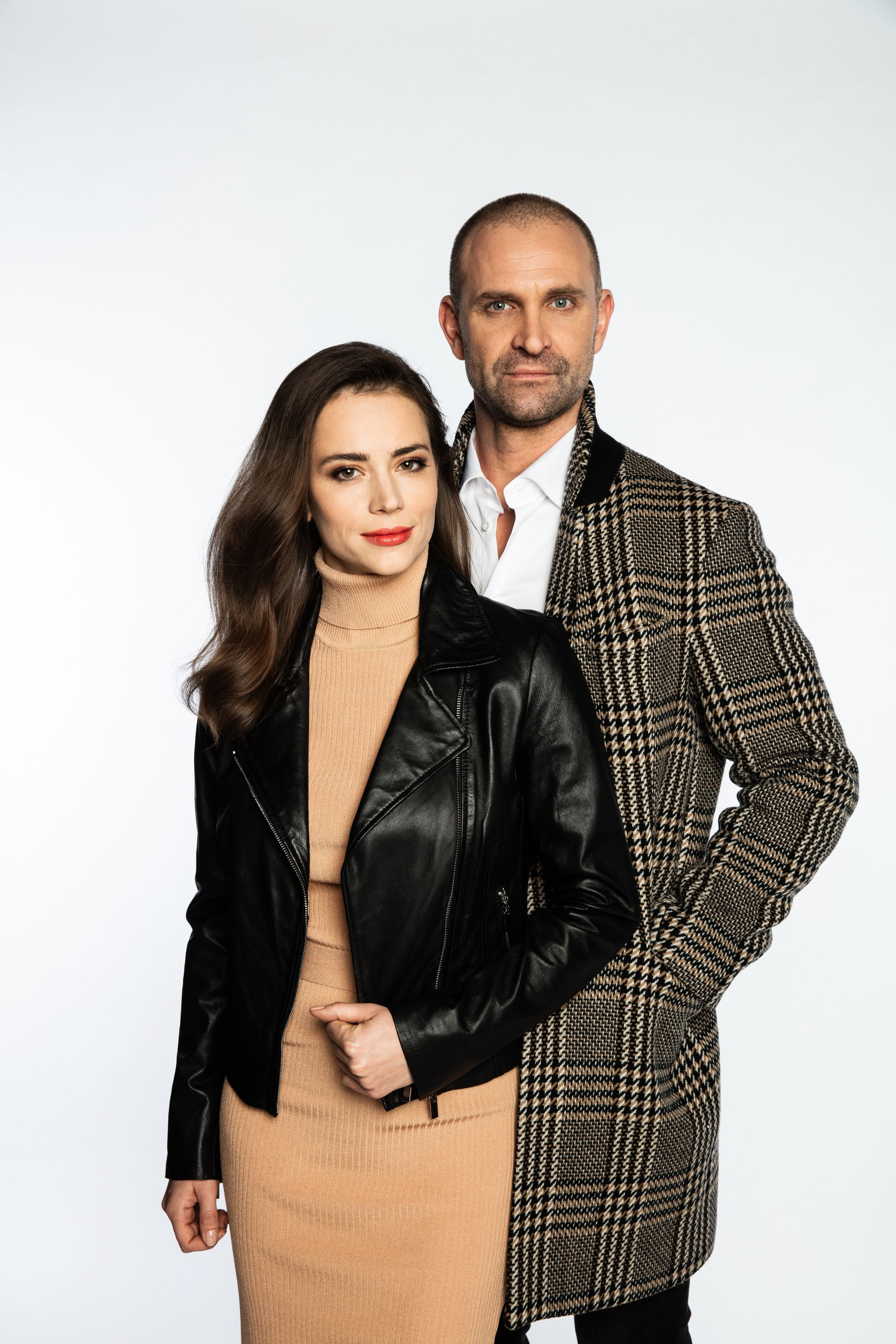 Tomáš Maštalír a Gabriela Marcinková si v seriálovej novinke zahrajú učiteľov slovenského gymnázia, ktorých spojí láska