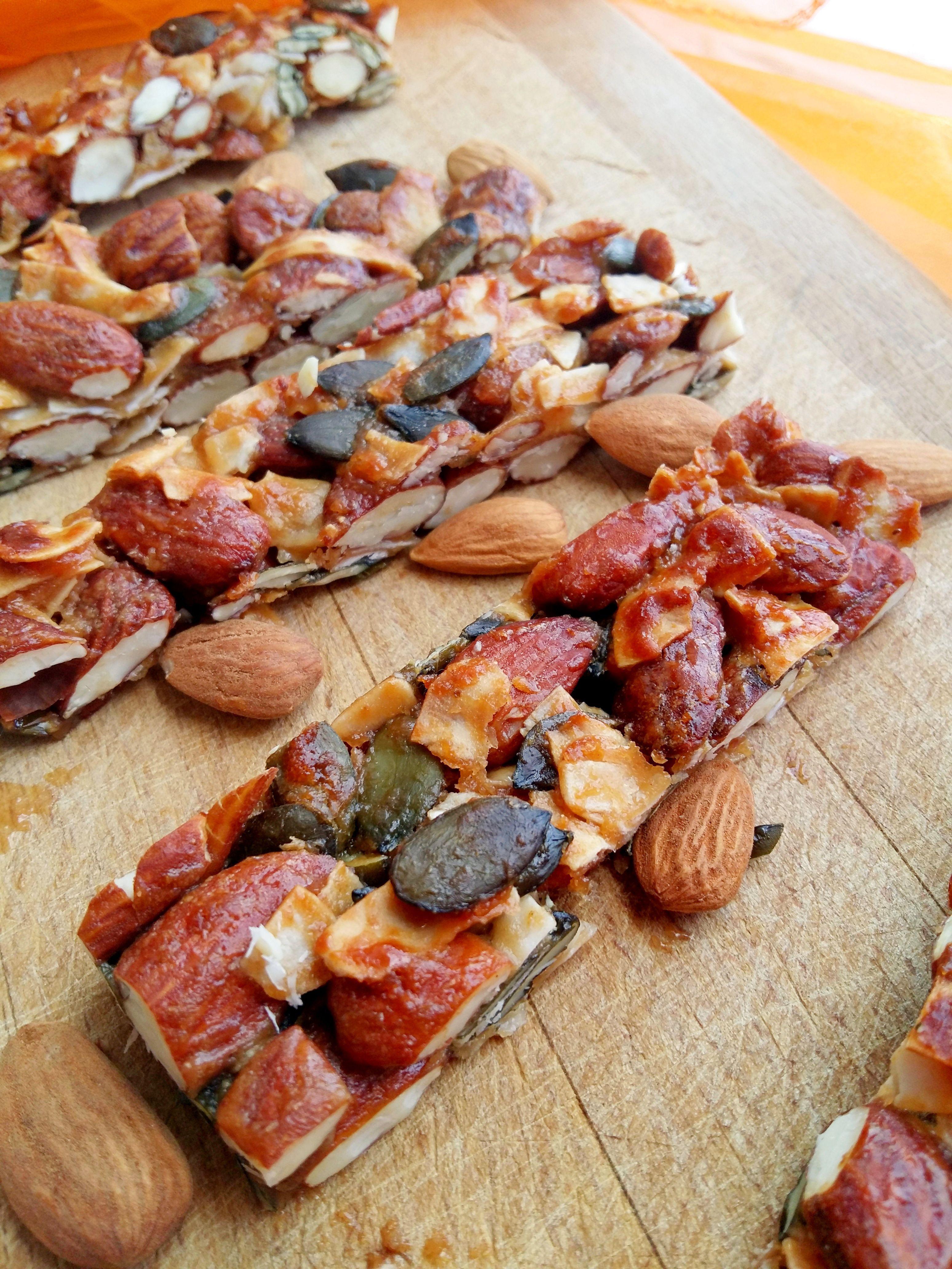 Zdravé medovo-orechové tyčinky, ktoré efektívne vyplnia aj tvoj príjem tukov (Recept)