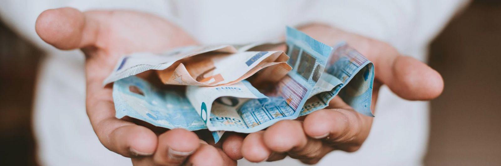 Nevieš šetriť peniaze? Vďaka týmto 5 spôsobom tvoj bankový účet prestane trpieť