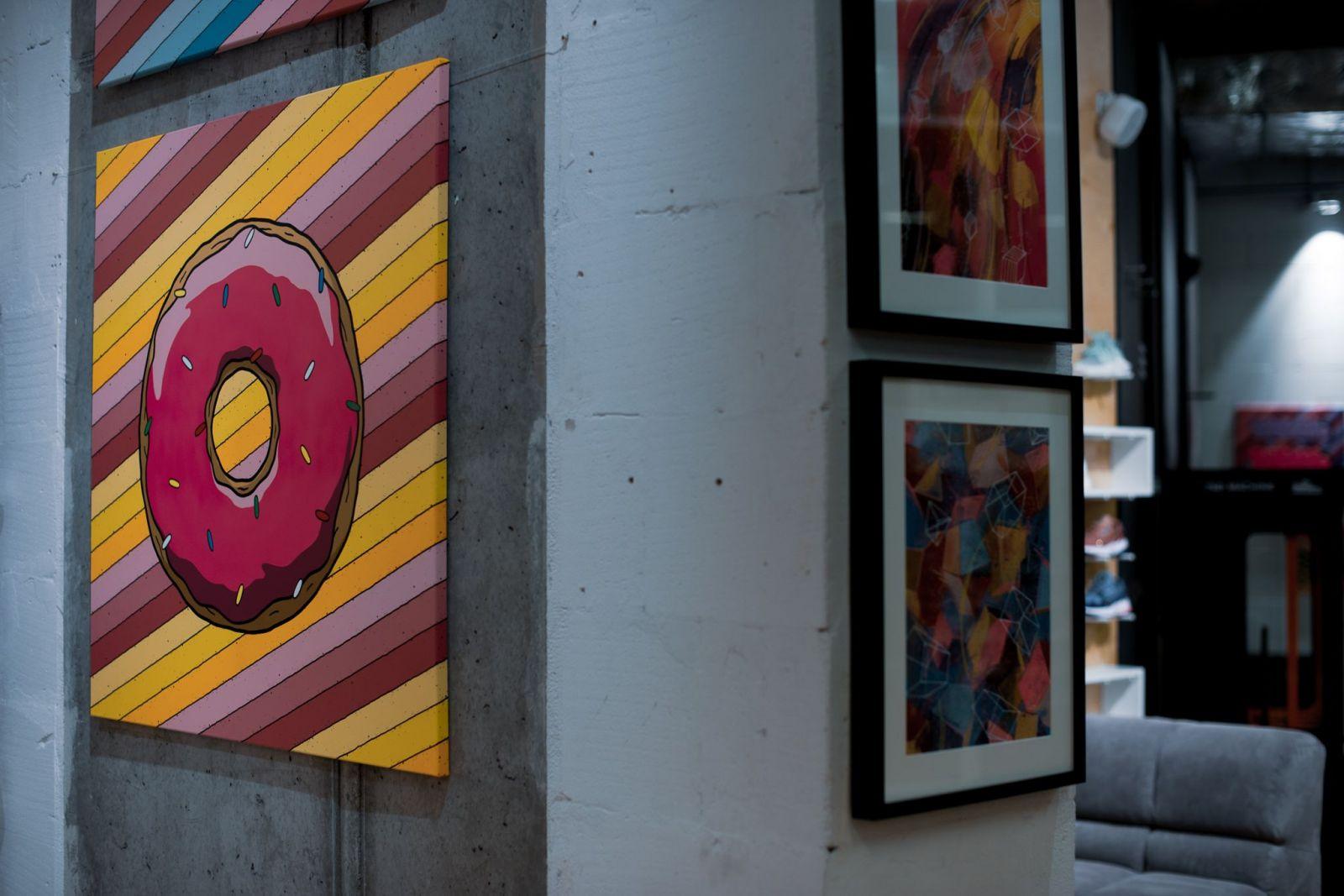 Dá sa preniesť ulica priamo do predajne? Graffiti legendárneho umelca teraz nájdeš v bratislavskom Footshope