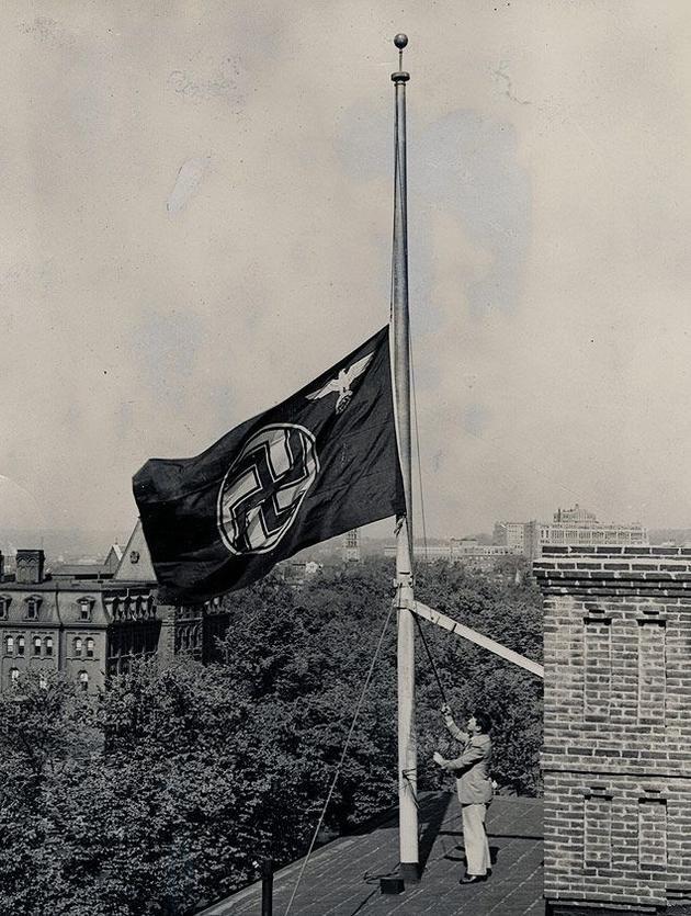 Nacistická vlajka v hlavním městě USA či San Francisco po velkém zemětřesení na starých fotkách, které ležely kdesi v archivech