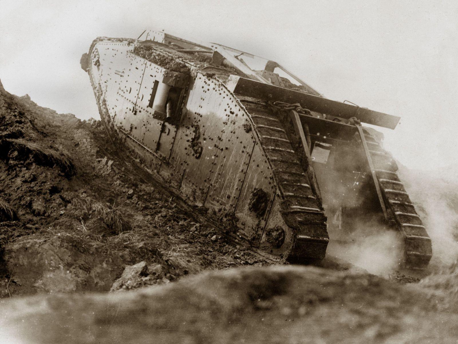 Přesně před 100 lety se na bojišti objevil historicky první tank. Nebyl sice dokonalý, ale změnil dějiny