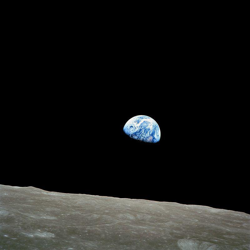 Apollo 8 na Zemi přineslo kromě historických statistik i přímo neuvěřitelný záběr s podivným objektem