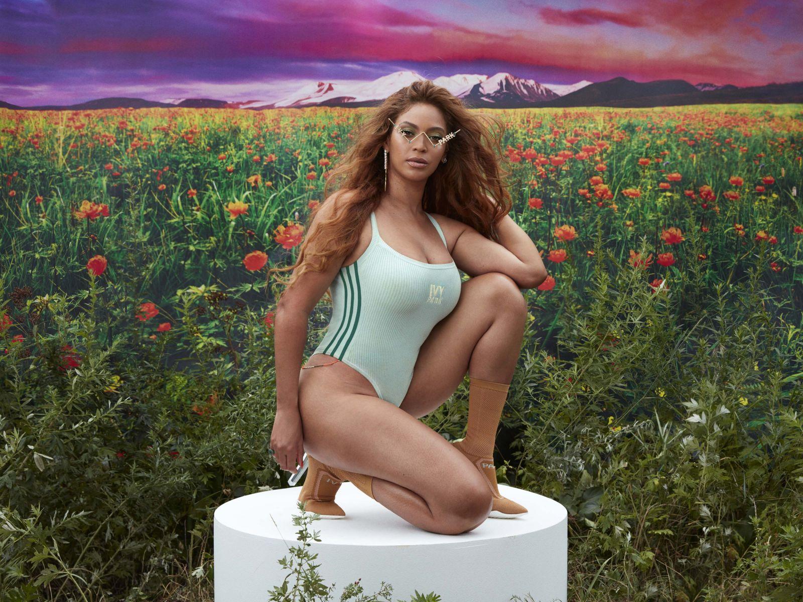 Diva, kráľovná festivalu Coachella, ale tiež podvedená matka troch detí. Beyoncé určuje módne trendy a podporuje selflove