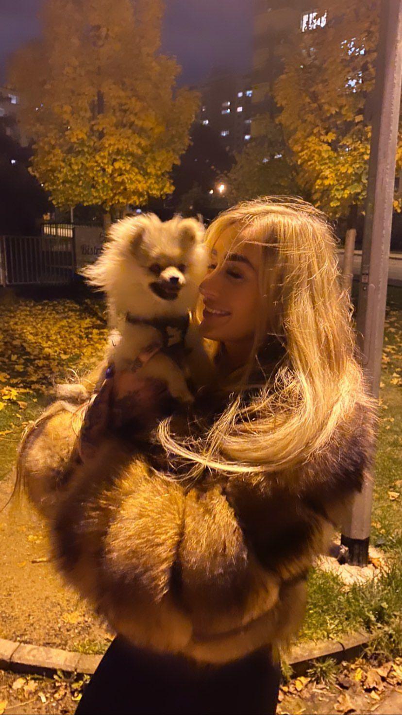 Daisy Lee: Chodím ven, i když jsem pozitivní, protože potřebuji nějaké jídlo a mám psa