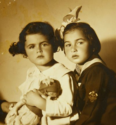 Na snímke Pavol a jeho sestra Esti v roku 1932.