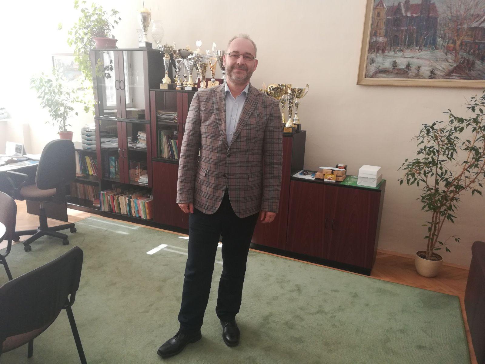 Igor Révész, riaditeľ gymnázia na Poštovej ulici v Košiciach.