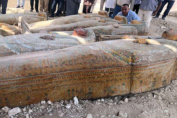 Egyptské staroveké sarkofágy, objavené tento týždeň v okolí mesta Luxor.