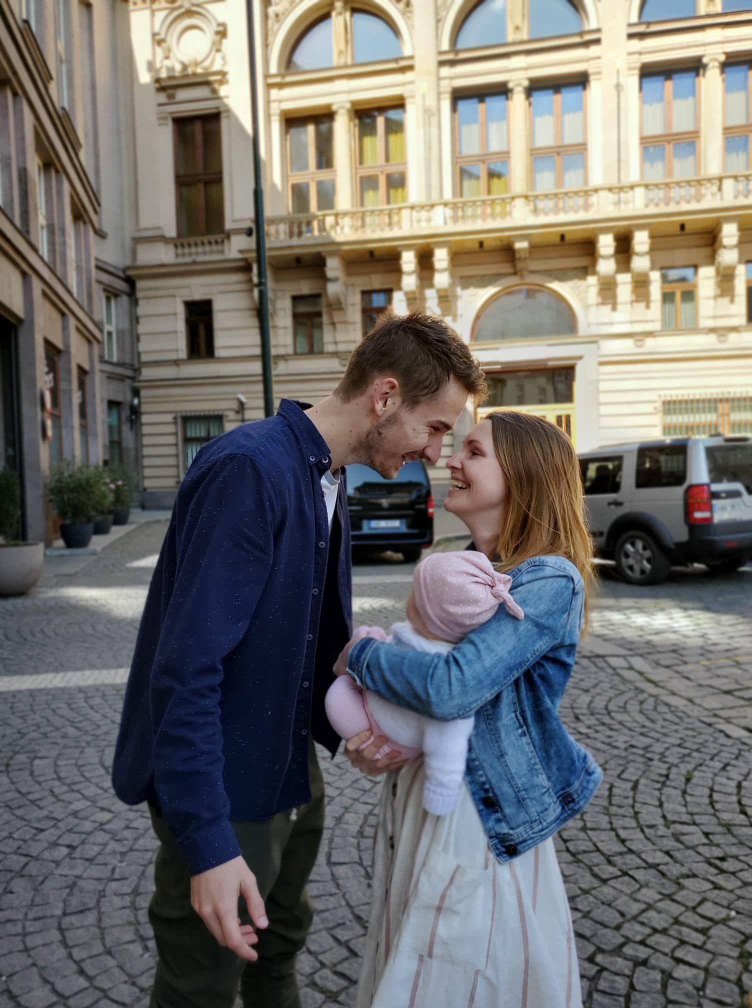 Martina a Peter so svojou dcérkou.