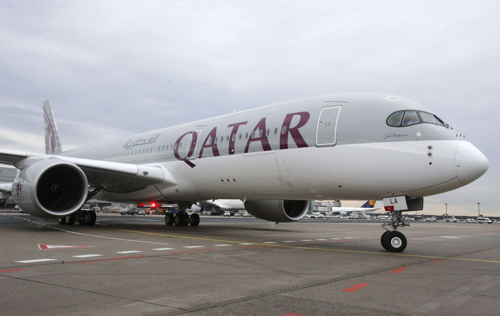Ženy pred odletom s Qatar Ariways podrobili invazívnej lekárskej prehliadke: Hľadali matku batoľa, ktoré niekto nechal na letisku