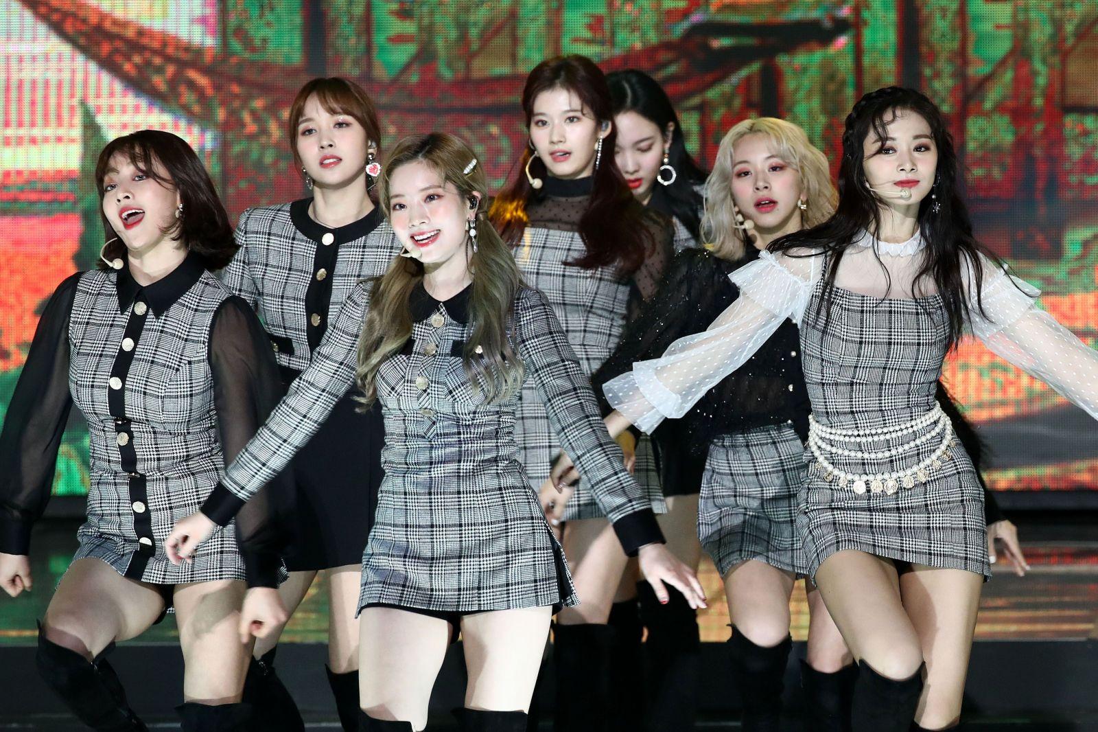 Kapela Twice počas vystúpenia na odovzdávaní cien Gaon Chart K-Pop Awards.