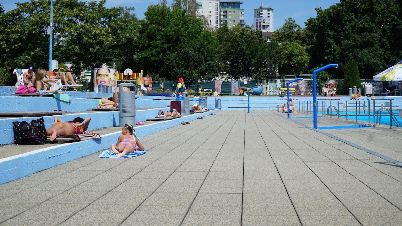 Osvieženie ukryté medzi panelákmi - kde sú najznámejšie kúpalíská v Bratislave a Košiciach?