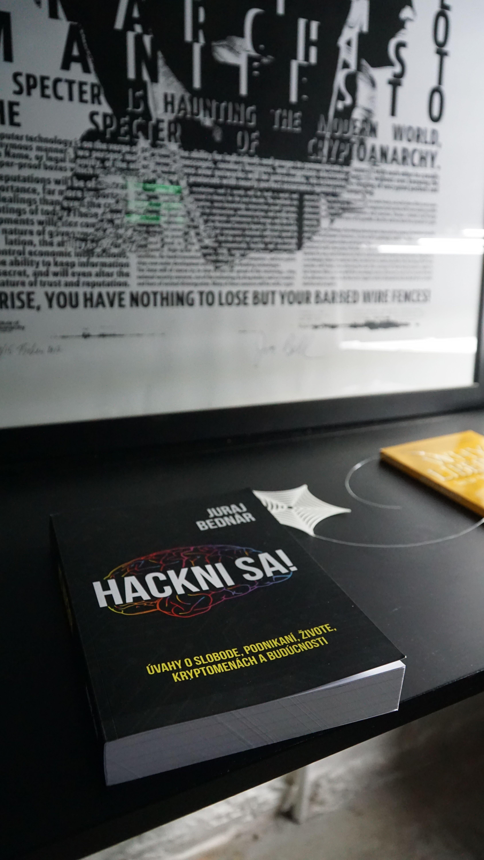 Kniha Hackni sa! od Juraja Bednára rieši hacking aj spoločenské problémy