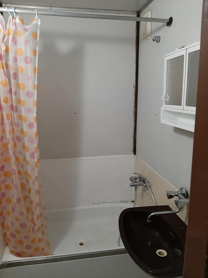 Kúpeľňa pre 5 ľudí v štátnom karanténnom centre v Gabčíkove.
