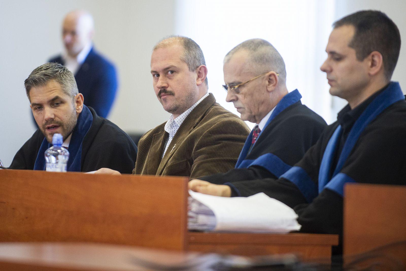 Hádka v súdnej sieni. Obhajoba Mariana Kotlebu sa dostala do sporu so sudkyňou