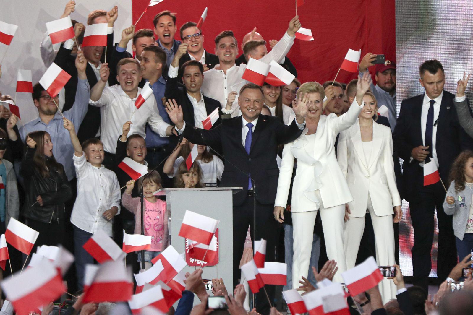 Prezidentské voľby v Poľsku vyhral súčasný prezident Andrzej Duda. Spočítaných je 99% hlasov