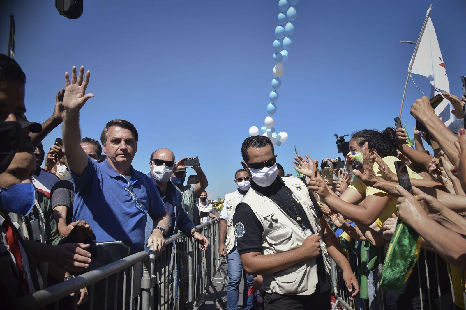 Prezident Jair Bolsonaro sa naďalej stretáva s davmi svojich podporovateľov.