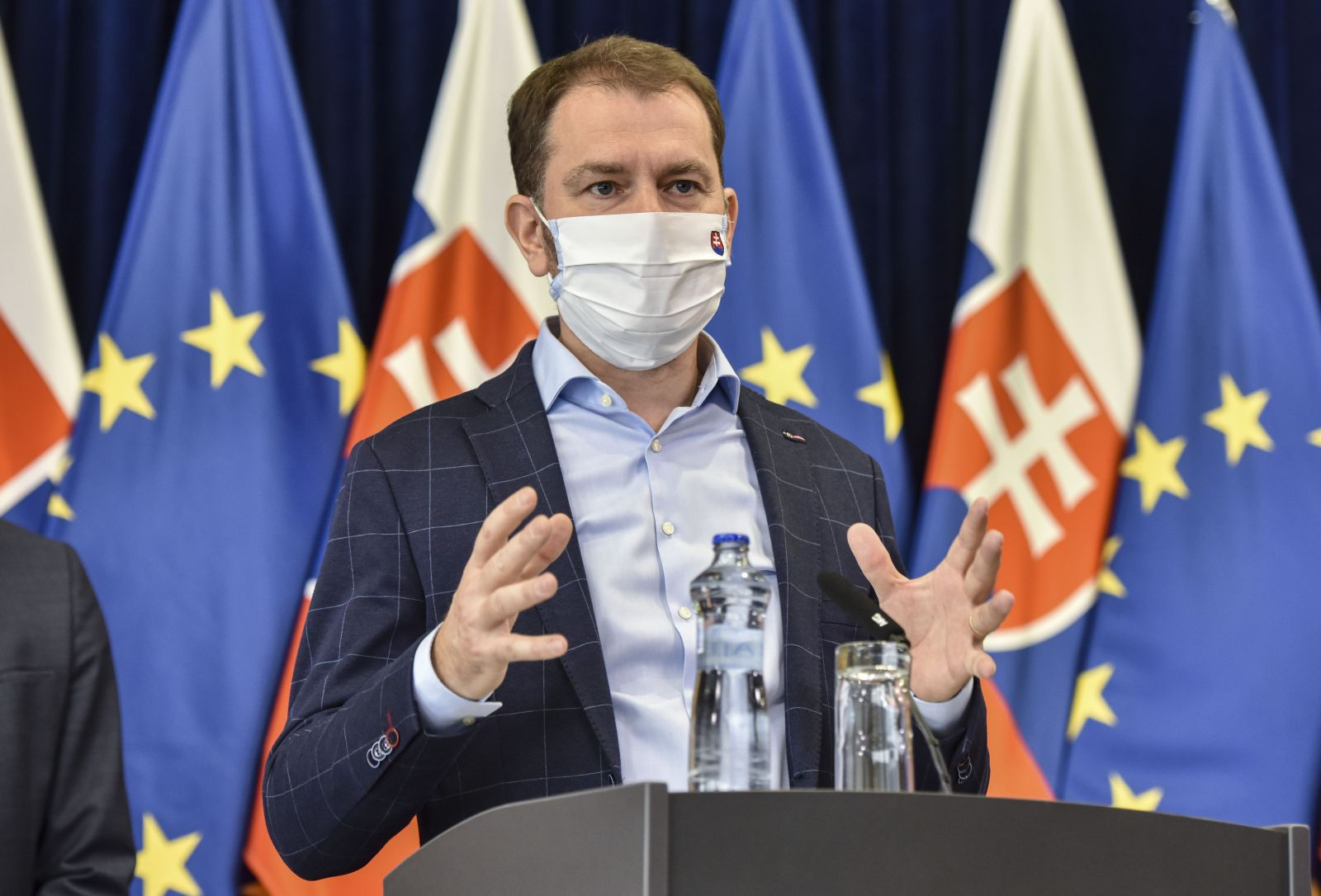 """Premiér pripúšťa, že Slovensko by sa mohlo na niekoľko týždňov úplne """"vypnúť"""""""