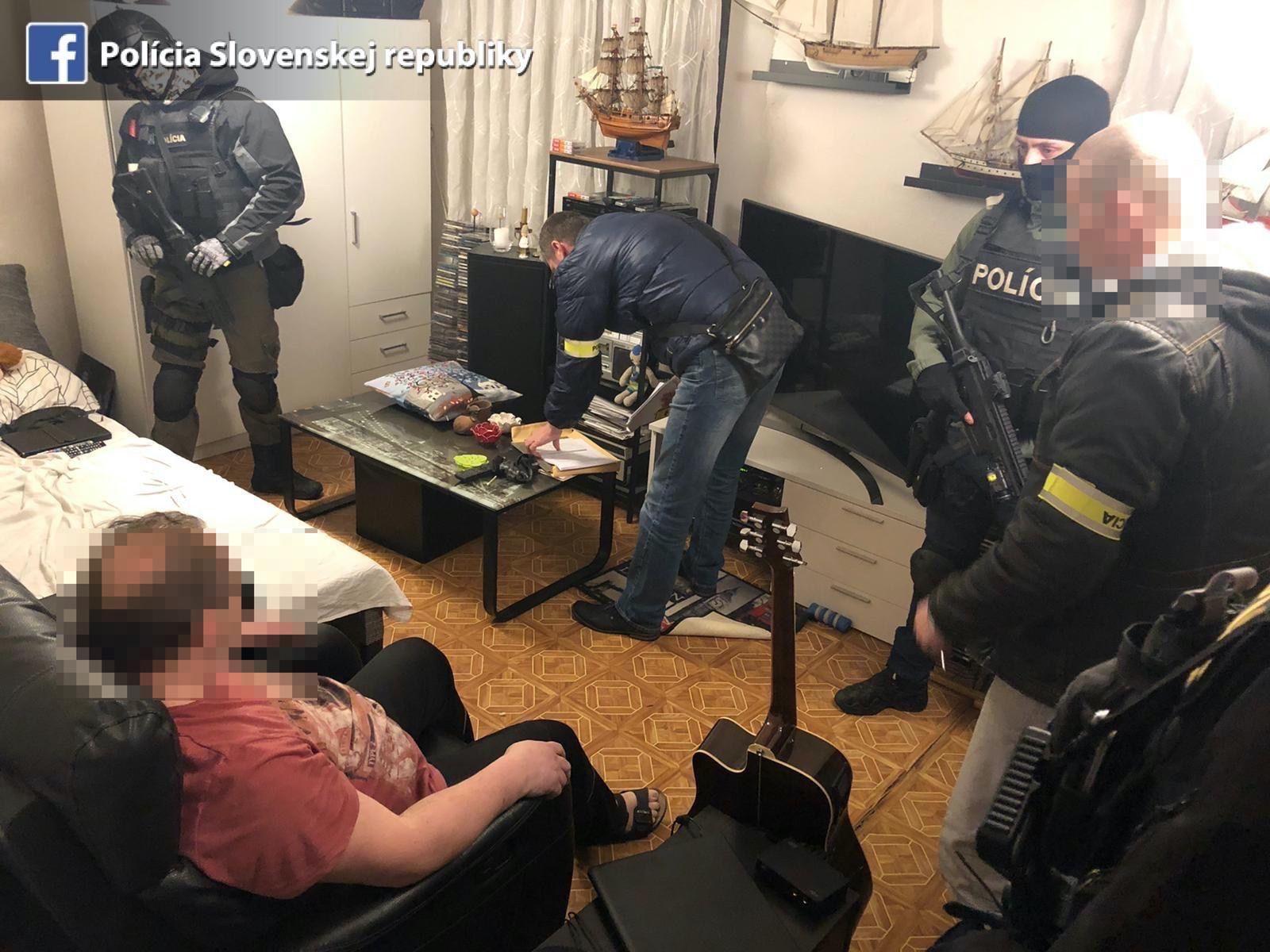 Ďalšia akcia polície proti korupčníkovi. V Rusovciach prehľadávajú dom bývalého riaditeľa Pôdohospodárskej platobnej agentúry