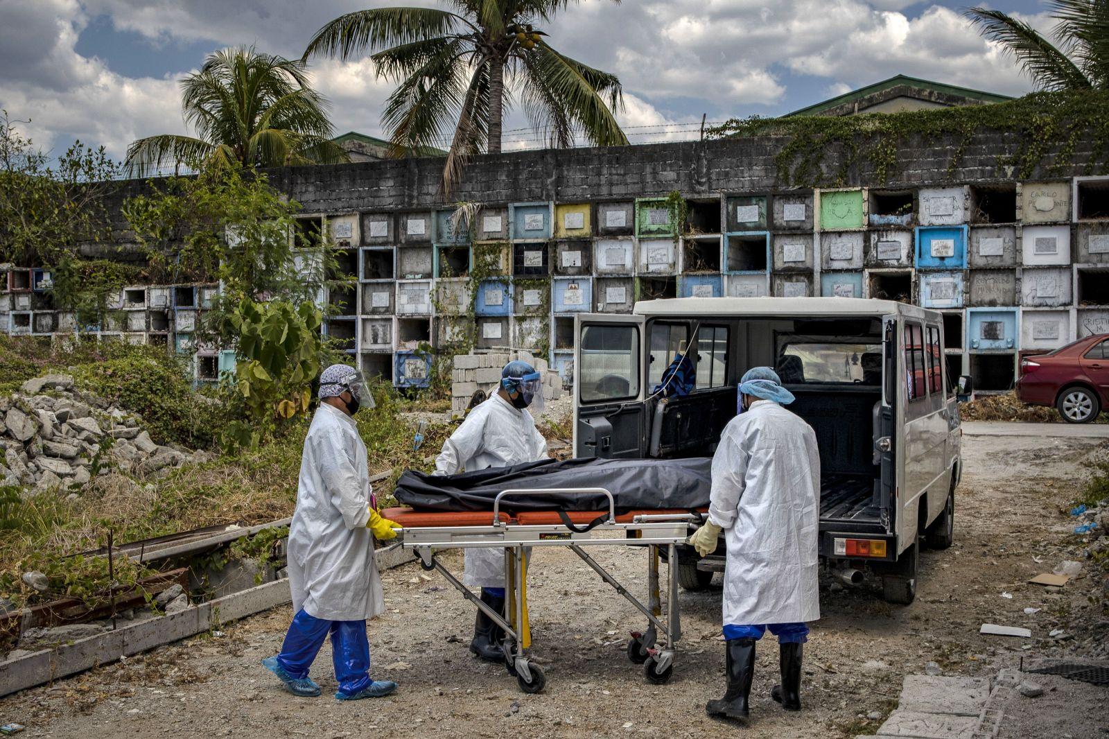 Koronavírus sa môže prenášať aj z mŕvych tiel. V Thajsku na to zomrel súdny lekár