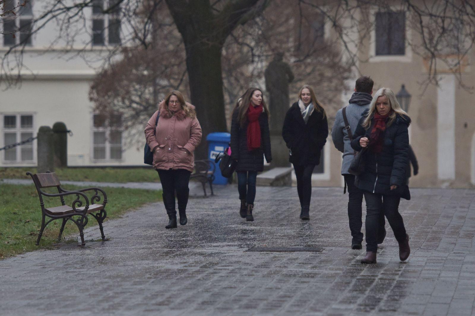 Desiatky ľudí sa zranili na poľadovici v Bratislave
