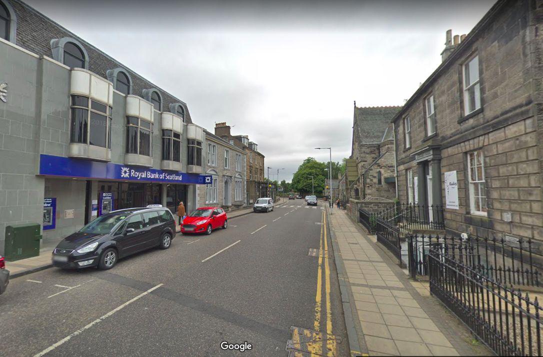 Vylúpená pobočka Royal Bank of Scotland v Dunfermline