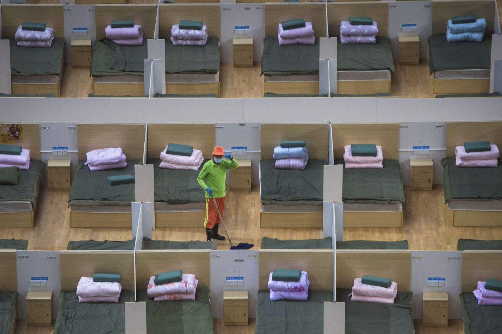 Nemocnice vo Wu-chane postavili v rekordnom čase. Teraz zívajú prázdnotou