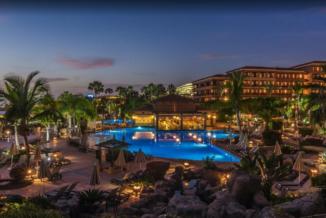 Hotel H10 Costa Adeje Palace so stovkami hostí uzatvorili do krantény